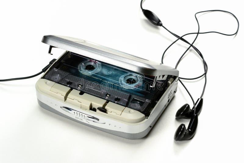 Εκλεκτής ποιότητας φορητός φορέας κασετών κασετών ήχου συμπαγής με τα ακουστικά και κασέτα, γκρίζα συσκευή στο άσπρο υπόβαθρο στοκ εικόνες
