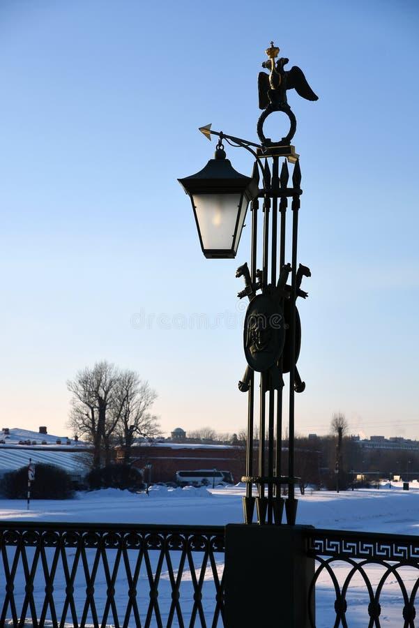 Εκλεκτής ποιότητας φωτεινός σηματοδότης ύφους στο Peter και φρούριο του Paul στην Άγιος-Πετρούπολη, Ρωσία στοκ εικόνα με δικαίωμα ελεύθερης χρήσης