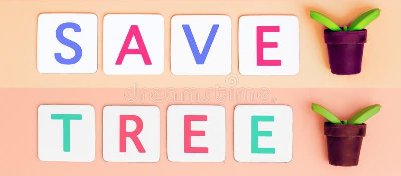 Εκτός από το δέντρο με το μικρό δέντρο εγκαταστάσεων για την οικολογία και την έννοια γήινης ημέρας στοκ φωτογραφίες με δικαίωμα ελεύθερης χρήσης