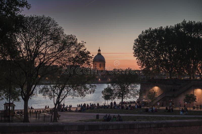 Ελαφρύς ορίζοντας ηλιοβασιλέματος της Τουλούζης στοκ φωτογραφία με δικαίωμα ελεύθερης χρήσης