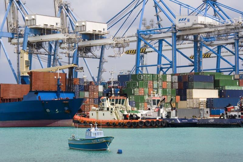 Ελεύθερος λιμένας της Μάλτας - λιμένας εμπορευματοκιβωτίων στον όμορφο κόλπο - Μάλτα στοκ εικόνες με δικαίωμα ελεύθερης χρήσης