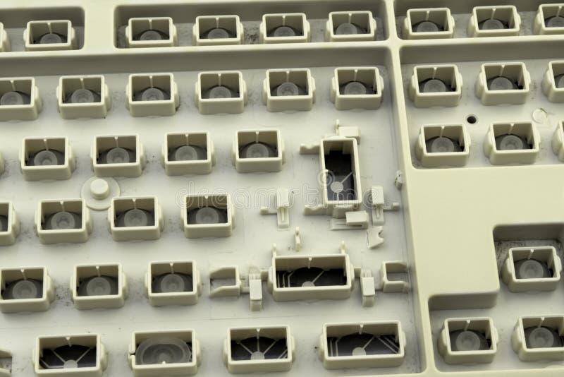 Ελευθερία λόγου, λογοκρισία και απαγορεύσεις στο διαδίκτυο, ένα πληκτρολόγιο υπολογιστών χωρίς κλειδιά στοκ φωτογραφία με δικαίωμα ελεύθερης χρήσης