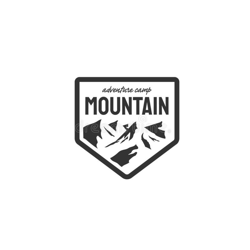 Εμπνεύσεις σχεδίων λογότυπων περιπέτειας με τη θέα βουνού απεικόνιση αποθεμάτων