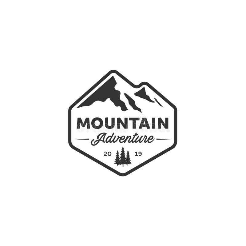 Εμπνεύσεις σχεδίων λογότυπων περιπέτειας με τη θέα βουνού ελεύθερη απεικόνιση δικαιώματος