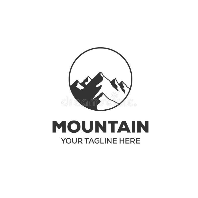 Εμπνεύσεις σχεδίων λογότυπων περιπέτειας με τη θέα βουνού διανυσματική απεικόνιση