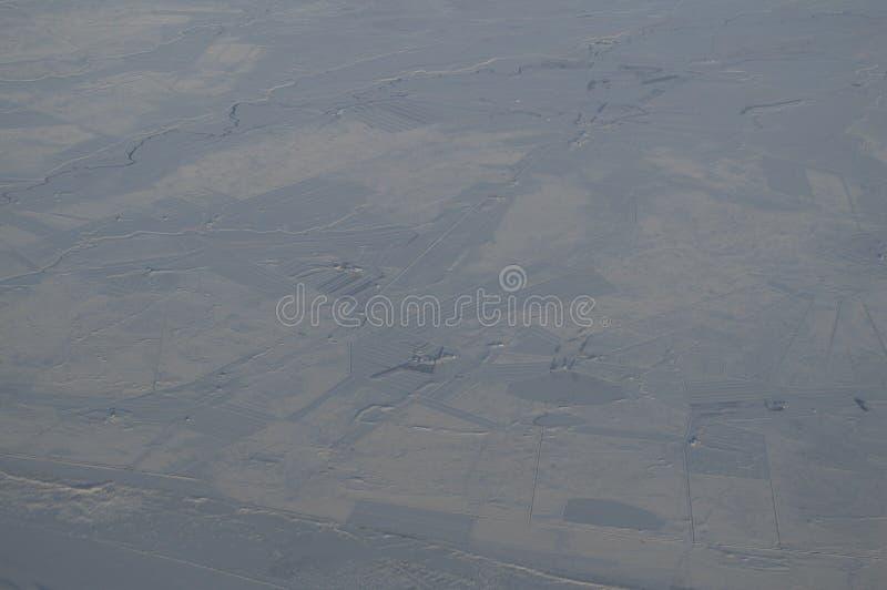 Εναέρια άποψη της Ισλανδίας με την πόλη που βλέπει από το αεροπλάνο κατά την πτήση στοκ εικόνες με δικαίωμα ελεύθερης χρήσης