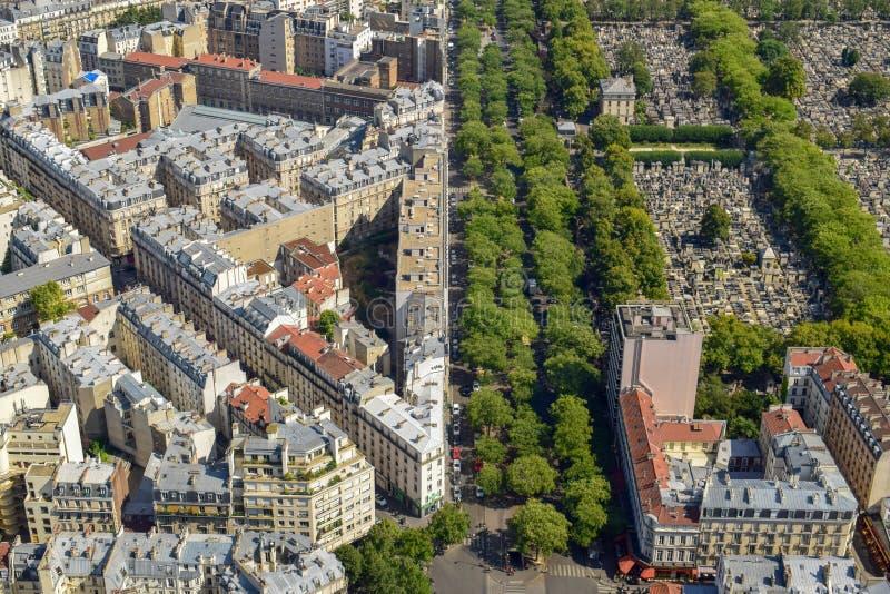 Εναέρια άποψη των στεγών κατοικημένων κτηρίων στο Παρίσι στοκ εικόνες