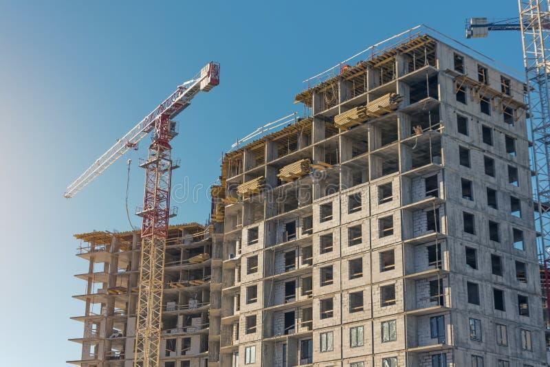 Εργοτάξιο οικοδομής, multi-storey κτήρια πολυόροφων κτιρίων κάτω από την οικοδόμηση στοκ εικόνες με δικαίωμα ελεύθερης χρήσης