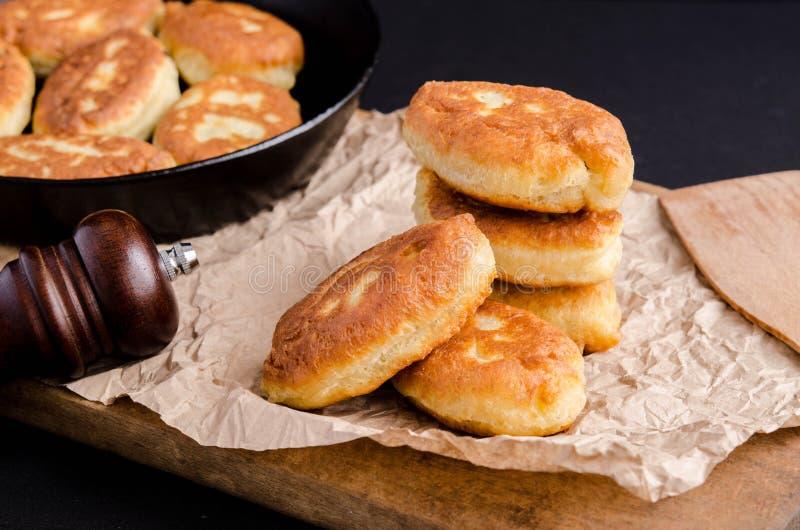 Εύγευστες τηγανισμένες πίτες στοκ φωτογραφίες