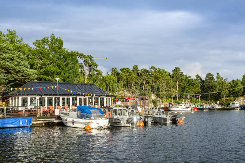 Εστιατόριο από το αρχιπέλαγος Kymmendö Στοκχόλμη νερού στοκ φωτογραφία με δικαίωμα ελεύθερης χρήσης