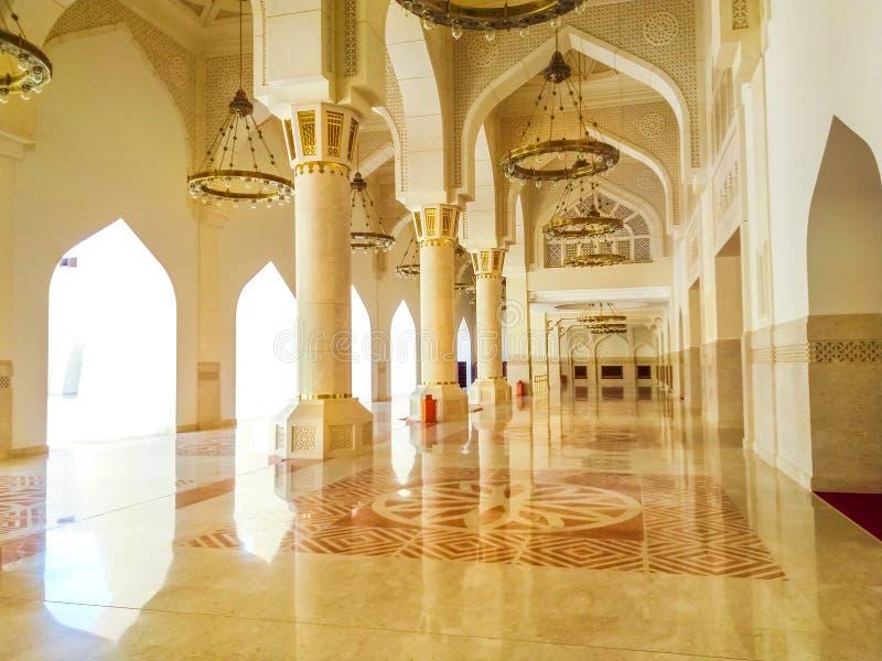 Εσωτερικό κρατικών μουσουλμανικών τεμενών του Κατάρ στοκ εικόνα