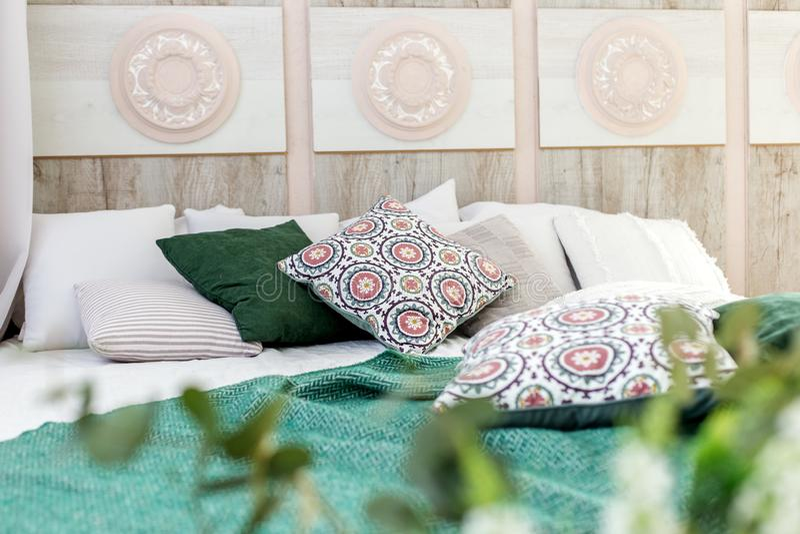 Εσωτερικό δωμάτιο με ένα κρεβάτι Σχέδιο έννοιας, ανακαίνιση, κατοικία, σπίτι στοκ εικόνα