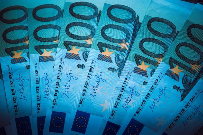 ευρο- ευρώ πέντε εστίαση εκατό τραπεζών σχοινί σημειώσεων χρημάτων ευρο- υπόβαθρο μετρητών Ευρο- τραπεζογραμμάτια χρημάτων στοκ εικόνες με δικαίωμα ελεύθερης χρήσης
