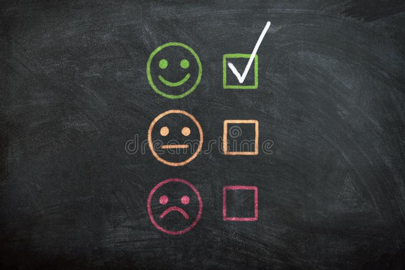 Επιτυχές επιχειρησιακό άτομο που επιλέγει την υψηλή ποιότητα υπηρεσιών στοκ εικόνα