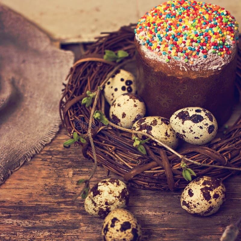 ζωή Πάσχας ακόμα Κέικ Πάσχας, αυγά, λαγουδάκι Πάσχας, κάρτα Πάσχας στοκ εικόνες