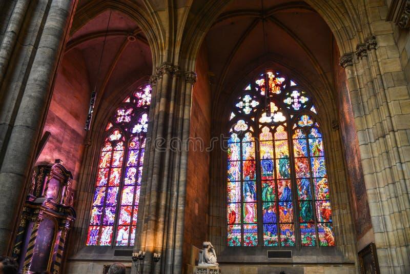 Ζωηρόχρωμα λεκιασμένα παράθυρα γυαλιού στοκ φωτογραφίες με δικαίωμα ελεύθερης χρήσης