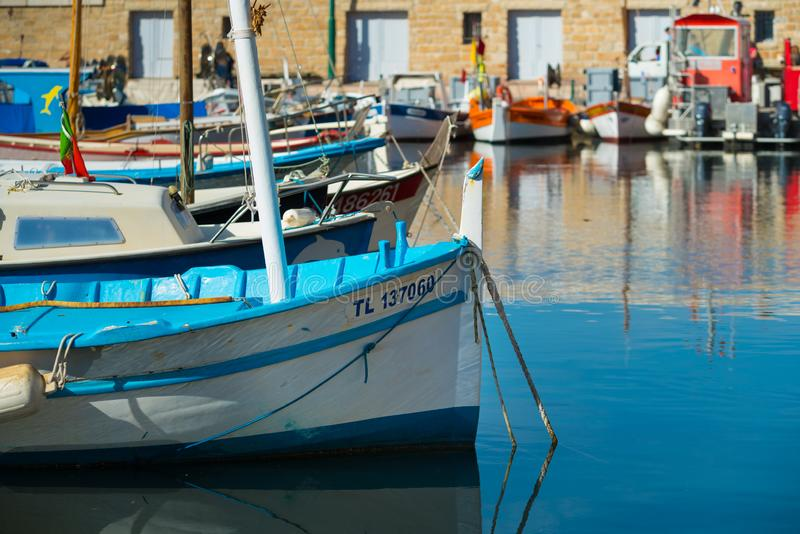 Ζωηρόχρωμο λιμάνι του ST tropez στοκ εικόνες