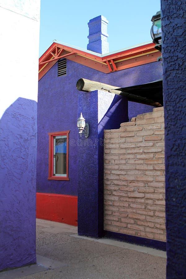 Ζωηρόχρωμο σπίτι πλίθας στην ιστορική περιοχή του στο κέντρο της πόλης Tucson στοκ φωτογραφία