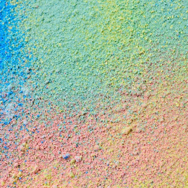 Ζωηρόχρωμο υπόβαθρο της σκόνης κιμωλίας Τα πολύχρωμα μόρια σκόνης στο μαύρο υπόβαθρο στοκ εικόνα
