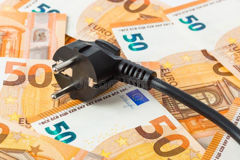 Ηλεκτρικό βούλωμα στο ευρώ χρημάτων στοκ φωτογραφίες με δικαίωμα ελεύθερης χρήσης
