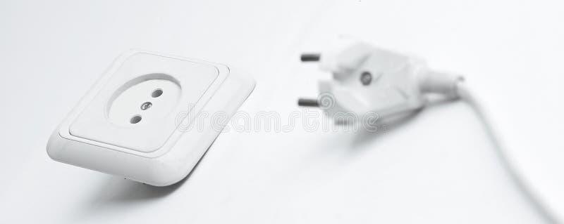 ηλεκτρικό βύσμα εξόδου η ανασκόπηση απομόνωσε το λευκό στοκ φωτογραφία με δικαίωμα ελεύθερης χρήσης