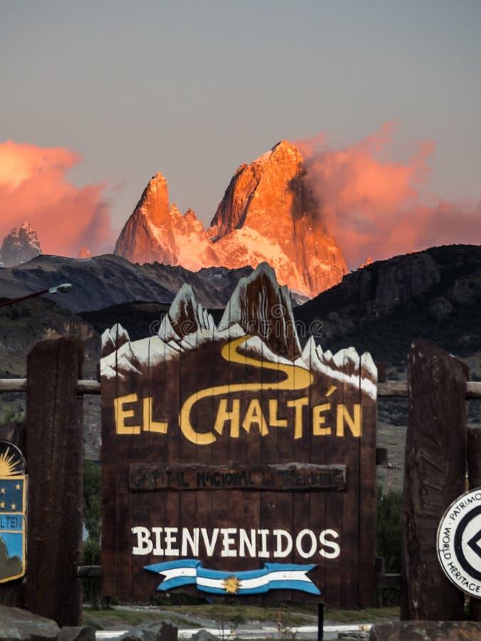 Ηλιοβασίλεμα στο υποστήριγμα Fitz Roy από τη EL Chalten στην αργεντινή Παταγωνία Εθνικό πάρκο παγετώνων με τη λεπτομέρεια της ευπ στοκ εικόνες
