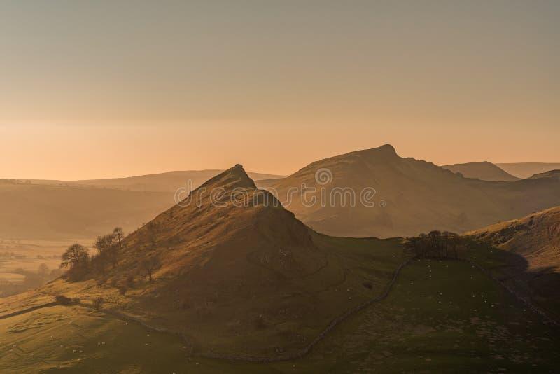Ηλιοβασίλεμα στο Hill Parkhouse και το Hill χρωμίου στοκ φωτογραφίες
