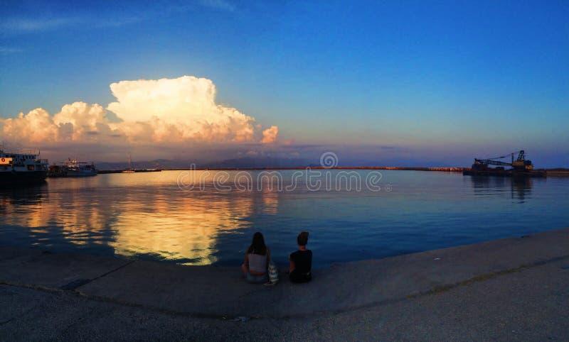 Ηλιοβασίλεμα πέρα από το λιμάνι στην Ελλάδα στοκ φωτογραφίες με δικαίωμα ελεύθερης χρήσης
