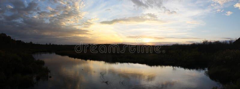 Ηλιοβασίλεμα πέρα από το πανόραμα κολπίσκου Webb στοκ φωτογραφία