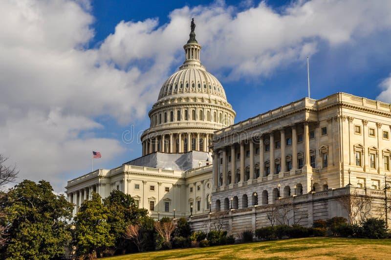 Ηνωμένες Πολιτείες Capitol που στηρίζονται στο Κάπιτολ Χιλλ στοκ φωτογραφίες