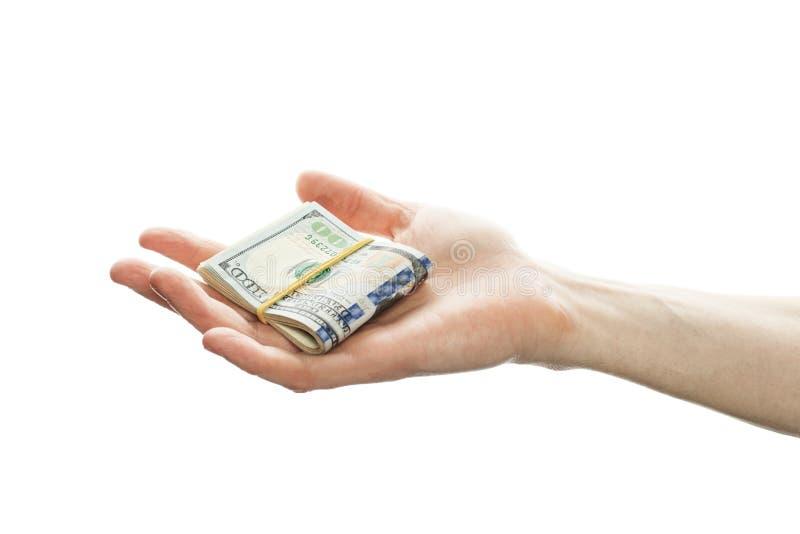 Η έννοια στρατηγικής επένδυσης με τα αμερικανικά δολάρια εξαργυρώνει τα χρήματα στο αρσενικό χέρι που απομονώνεται στο άσπρο υπόβ στοκ εικόνες