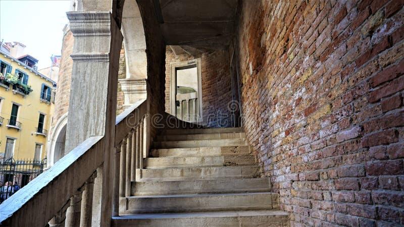 Η αρχή της σπειροειδούς σκάλας Scala Contarini del Bovolo, Βενετία, Ιταλία στοκ εικόνες