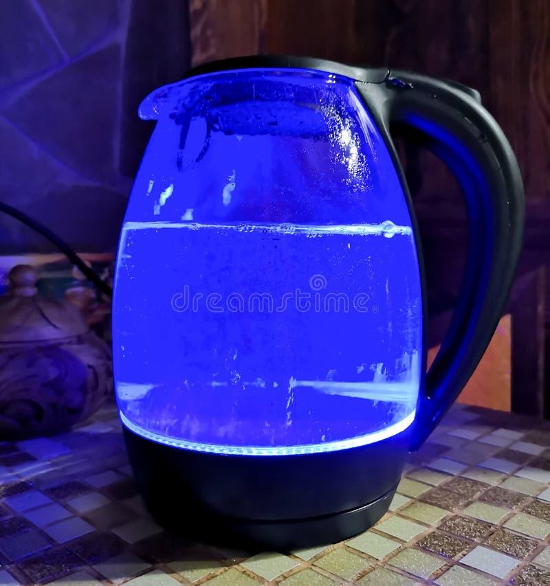 Η κατσαρόλα γυαλιού καίγεται μπλε στοκ φωτογραφία με δικαίωμα ελεύθερης χρήσης