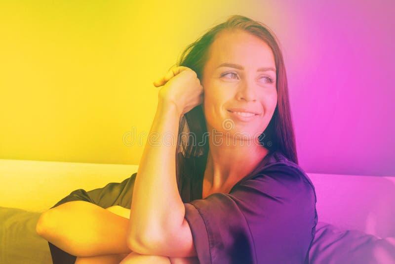 Η νέα όμορφη ευγενής suntan γυναίκα brunette στοκ φωτογραφία με δικαίωμα ελεύθερης χρήσης