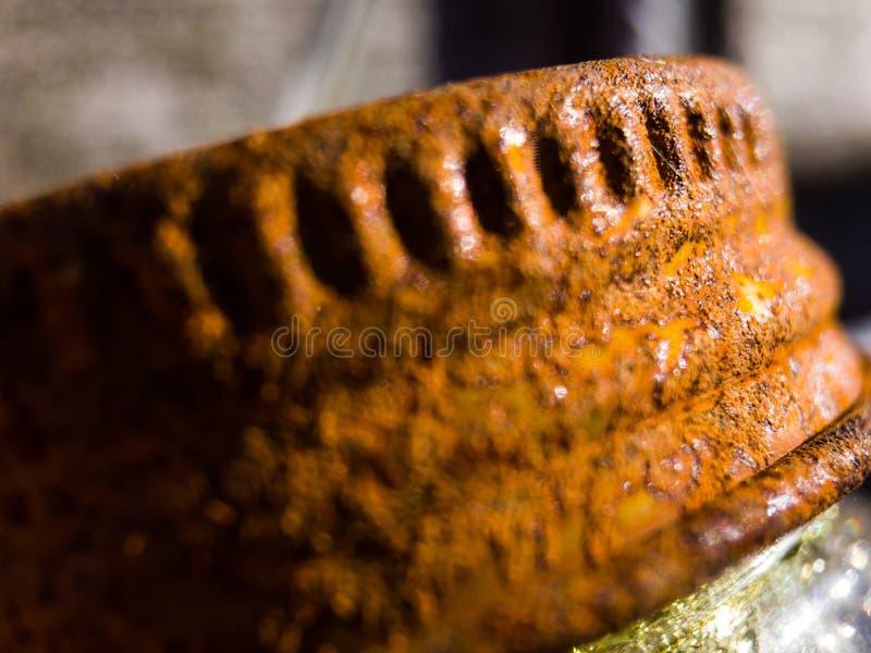Η σκουριασμένη ΚΑΠ ενός βάζου στοκ φωτογραφία