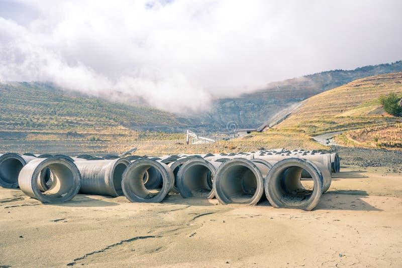 Η συντήρηση βιοποικιλότητας στην αποκατάσταση του Amiantos εγκατέλειψε το ορυχείο αμιάντων στο πάρκο εθνικών δρυμός Troodos, Κύπρ στοκ φωτογραφία
