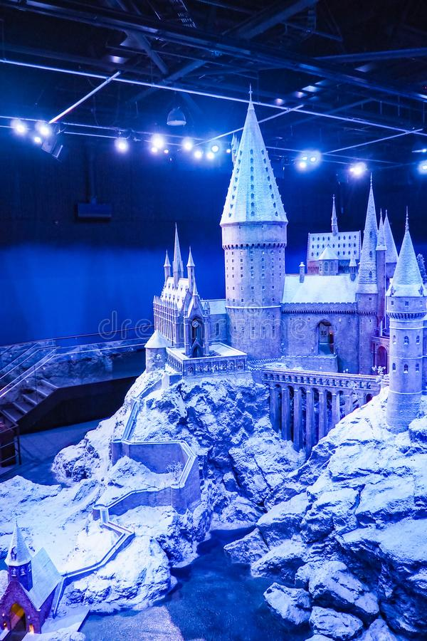 Η παραγωγή του Harry Potter είναι μια δημόσια έλξη σε Leavesden, Λονδίνο, UK που κονσέρβες και προθήκες τα εικονικά στηρίγματα στοκ εικόνες