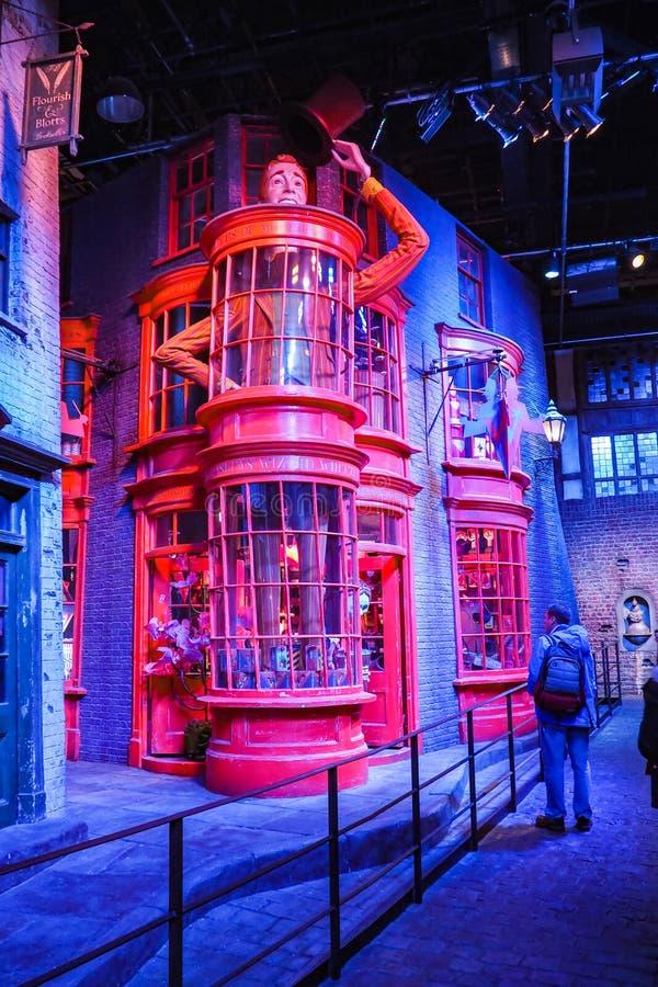 Η παραγωγή του Harry Potter είναι μια δημόσια έλξη σε Leavesden, Λονδίνο, UK που κονσέρβες και προθήκες τα εικονικά στηρίγματα στοκ φωτογραφία με δικαίωμα ελεύθερης χρήσης