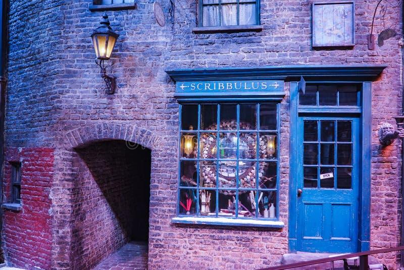 Η παραγωγή του Harry Potter είναι μια δημόσια έλξη σε Leavesden, Λονδίνο, UK που κονσέρβες και προθήκες τα εικονικά στηρίγματα στοκ εικόνα με δικαίωμα ελεύθερης χρήσης