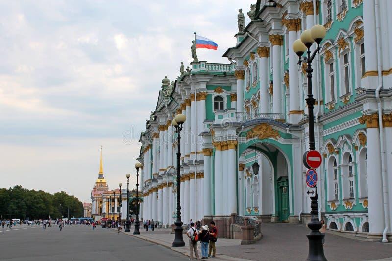Η πρόσοψη του χειμερινού παλατιού Αγία Πετρούπολη στοκ φωτογραφία με δικαίωμα ελεύθερης χρήσης