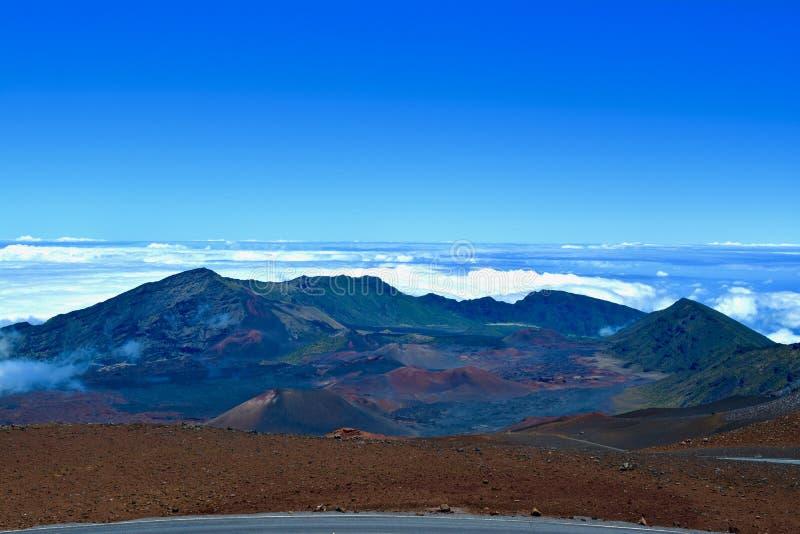 Θέα βουνού HaleakalÄ  επάνω από τα σύννεφα στοκ εικόνες