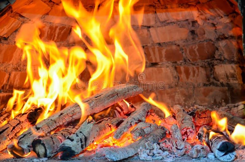 Θέρμανση φούρνων πιτσών, ειδική μέθοδος, almoust καμένος στοκ εικόνα