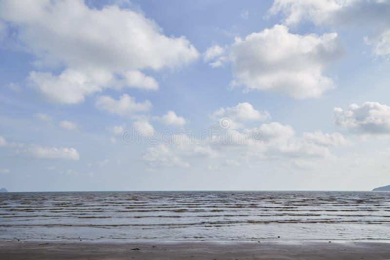 Θερινή τροπική θάλασσα, παραλία στοκ εικόνες