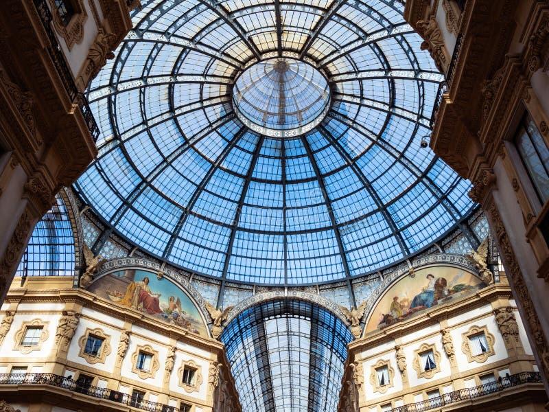 Θόλος γυαλιού Galleria Vittorio Emanuele στο Μιλάνο στοκ φωτογραφία με δικαίωμα ελεύθερης χρήσης