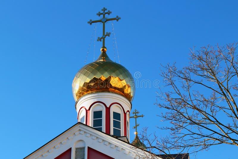 Θόλος εκκλησιών στο υπόβαθρο μπλε ουρανού στοκ φωτογραφίες