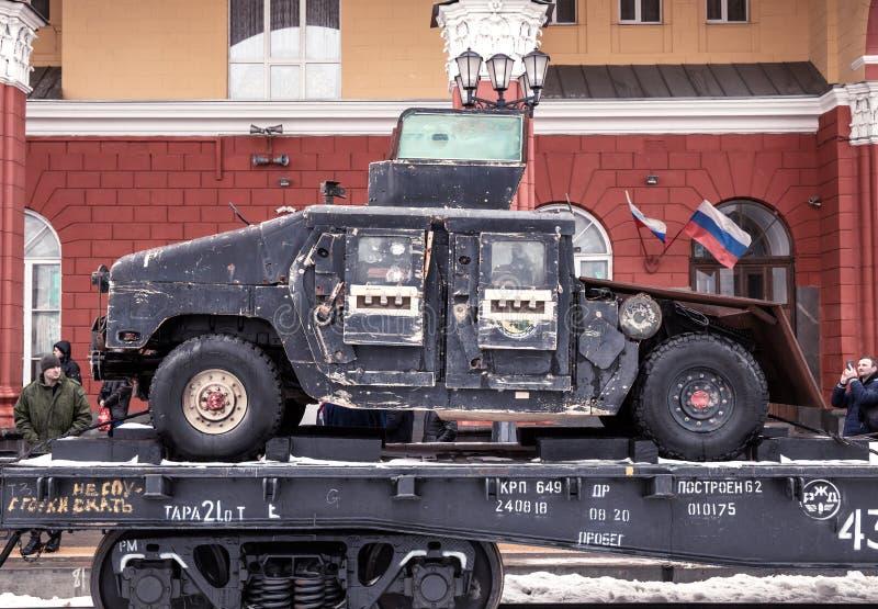 Θωρακισμένο αυτοκίνητο HMMWV M115 στο τραίνο στοκ φωτογραφία με δικαίωμα ελεύθερης χρήσης