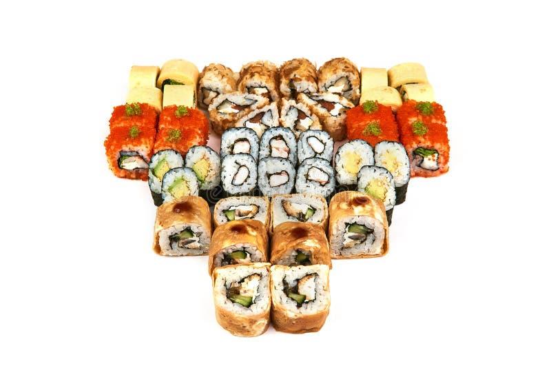 Ιαπωνικό εστιατόριο τροφίμων, gunkan πιάτο ρόλων maki σουσιών ή σύνολο πιατελών Ρόλοι σουσιών Καλιφόρνιας με το σολομό Σούσια στο στοκ εικόνες
