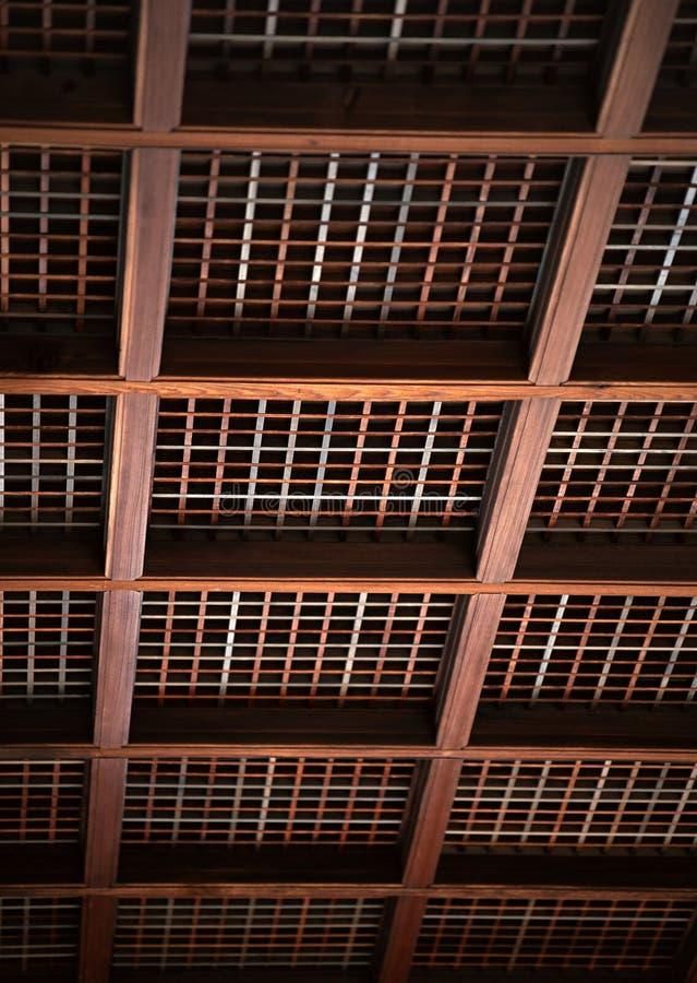 Ιαπωνικό ξύλινο ανώτατο όριο με το τετραγωνικό υπόβαθρο λεπτομερειών ακτίνων στοκ εικόνες με δικαίωμα ελεύθερης χρήσης