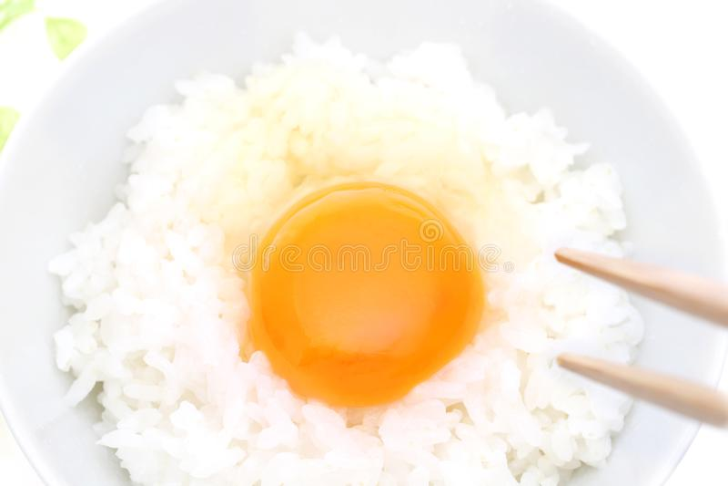Ιαπωνικό ρύζι με το ακατέργαστο αυγό στοκ φωτογραφία με δικαίωμα ελεύθερης χρήσης
