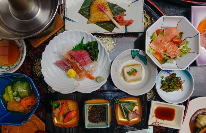 Ιαπωνικό παραδοσιακό καθορισμένο γεύμα για το γεύμα στοκ εικόνα